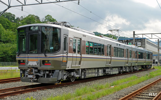 The local train of the West Japan Railway Fukuchiyama branch office, 223-5500 series. A 2008 debut.