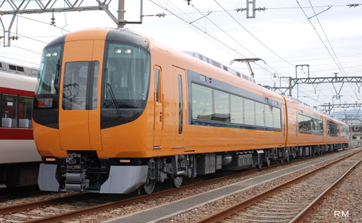 A limited express train of Kintetsu, 22600 series. A 2009 debut.