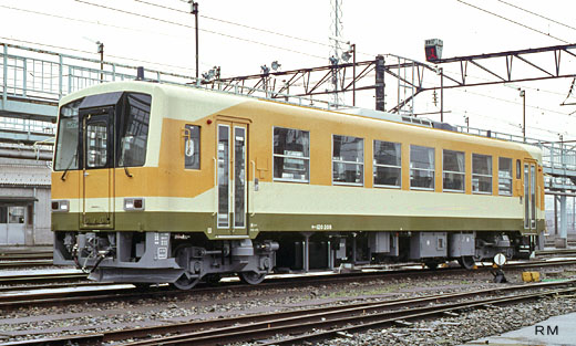 A KIHA-120 type diesel train of West Japan Railway. A 1992 debut.