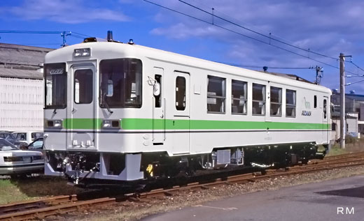 A Hokkaido Railway KIHA-130 type diesel train (1988-2003). Hidaka Main Line use.