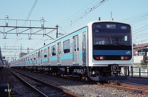 The commuter train of JR East, 209 series. A 1993 debut.