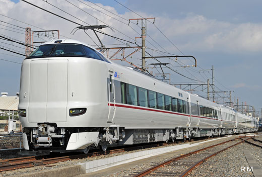 A 287 form limited express train of West Japan Railway. A 2011 debut.