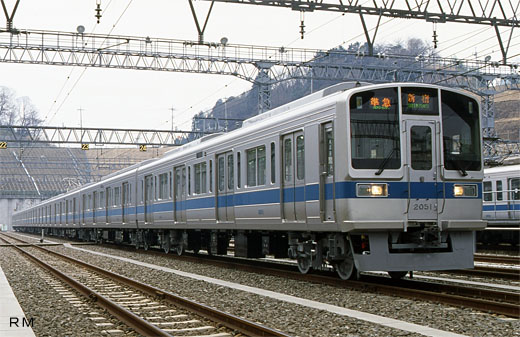 Commuter train 2000 type of Odakyu Electric Railway. A 1995 debut.