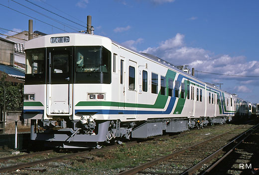 The train of the Abukuma express, 8100 series. A 1988 debut.