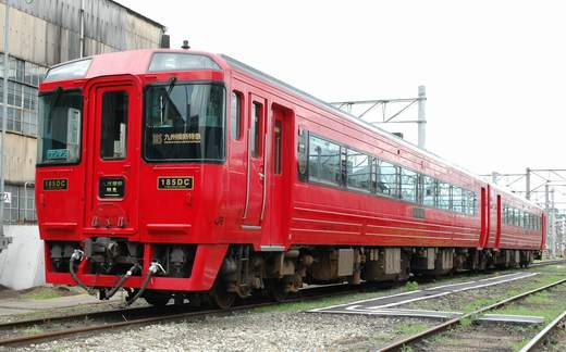The diesel coach KIHA-185 series for [limited express crossing the Kyushu island] of Kyushu Railway Company.