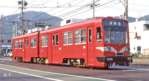 A streetcar of Gifu. MO-880 types of Nagoya Railroad 1980 production. It is a streetcar of Fukui now.
