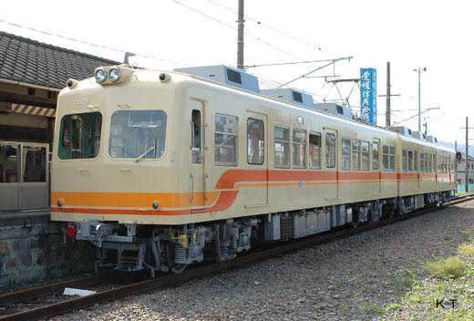 The 820 type train of Iyo Railway.