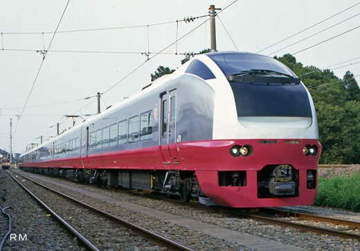 E653 series limited express train of JR East. A 1997 debut.