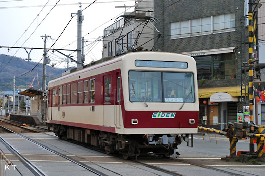 An Eizan electric railroad DEO-730 type train. A 1988 debut.