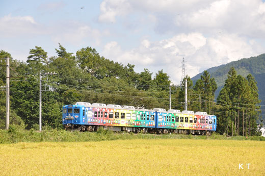 A Fuji Kyuko 5000 type train. A 1975 debut.
