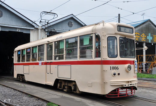 The 1000 type of the Hakodate streetcar. The 7000 type of the cause Tokyo streetcar. 1955 production.