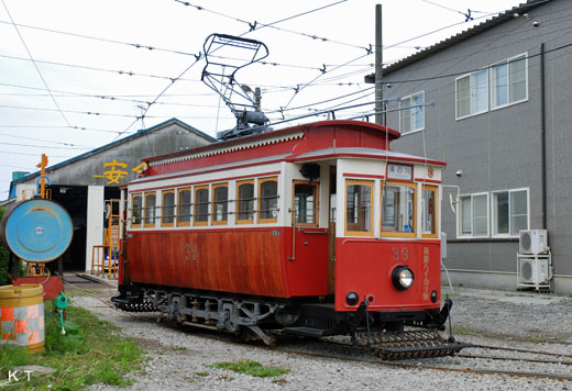 Hakodate streetcar No. 39 [Hakodate-Haikara]. The 1993 reconstruction.