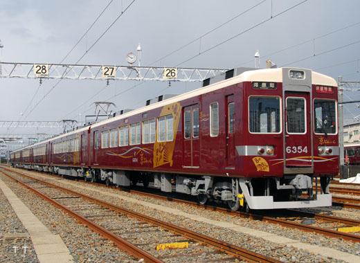 A Hankyu 6300 series train. Limited express use between Osaka - Kyoto. A 1975 debut.