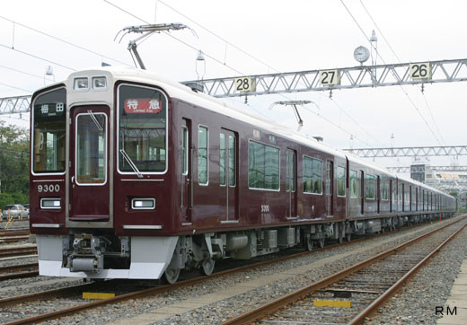 9300 series trains of Hankyu Corporation Kyoto Line. A 2003 debut.
