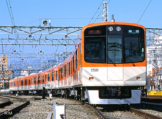A limited express train of Hanshin Electric Railway, 9300 series. A 2001 debut.