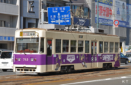Hiroshima Electric Railway 700 type which is a streetcar of Hiroshima (after 711). A 1985 appearance.