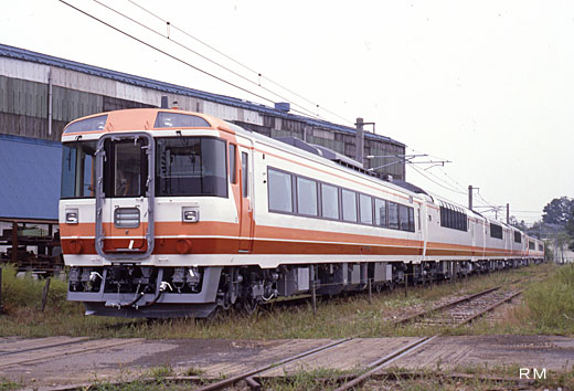 183-500 diesel train series for limited expresses of Japanese National Railways. A 1986 debut.