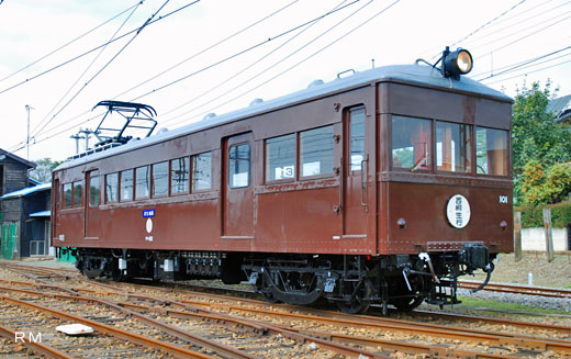 A DEHA-100 type train of Jomo Denki Tetsudo. A 1928 debut.
