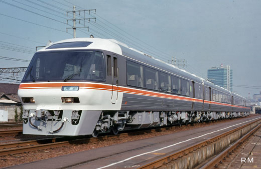 A diesel train for limited expresses of Central Japan Railway, 85 series. A 1989 debut.
