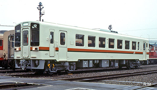 A KIHA-11 type diesel train of Central Japan Railway. A 1989 debut.