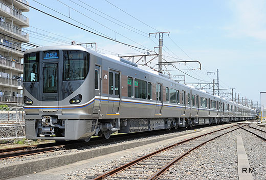225 local train series of West Japan Railway. A 2010 debut.