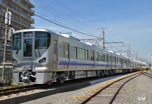 The 225/5000 series of West Japan Railway. A 2010 appearance. The train which links Osaka to Kansai Airport.