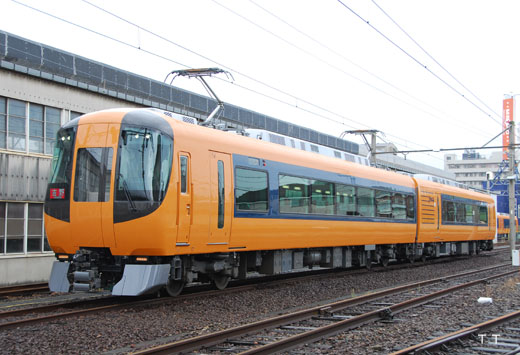 16600 limited express train series of Kinki Nippon Railway. A 2010 debut.