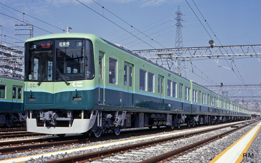 9000 series trains of Keihan Electric Railway. A 1997 debut.