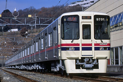 A commuter train of Keio Electric Railway, 9000 series. A 2001 debut.