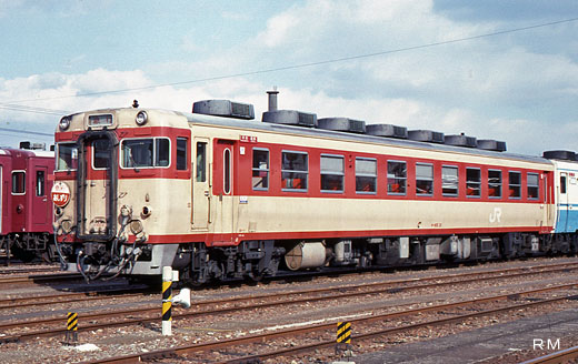 A KIHA-65 type rail diesel car of the Japanese National Railways. A 1969 debut.