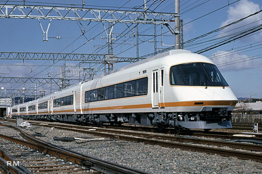 21000 limited express train series Urban liner of Kinki Nippon Railway. A 1988 debut.