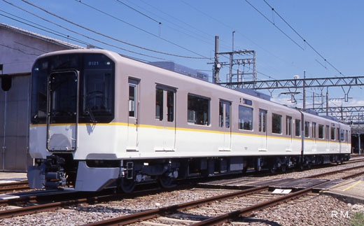 A commuter train of Kinki Nippon Railway, 9020 series. A 2000 debut.