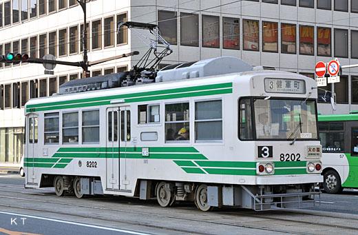 A Kumamoto streetcar 8200 type train. A 1982 appearance. Japan's first VVVF inverter control train.