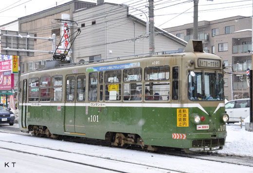 Sapporo streetcar M101. A 1961 debut. The prototype of two connections.
