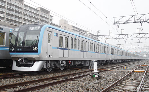 15000 series trains for Tokyo Metro Tozai Line. A 2010 debut.
