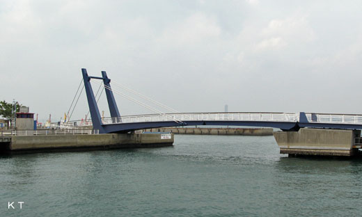 A bascule bridge of Mojiko. A name: Blue wing Moji. Kitakyuushuu-shi, Fukuoka.