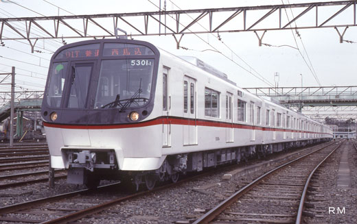 A 5300 type train for subway Asakusa Line of Tokyo. A 1991 debut.