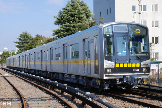 N1000 type of Nagoya-shi subway Higashiyama Line. A 2008 debut.