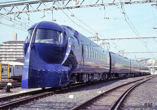Limited express train [rapi:t] of Nankai Electric Railway. A 1994 debut.