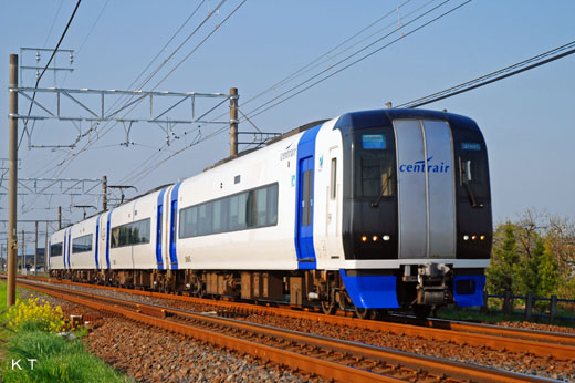 A 2000 type limited express train of Nagoya Railroad. A 2005 debut.