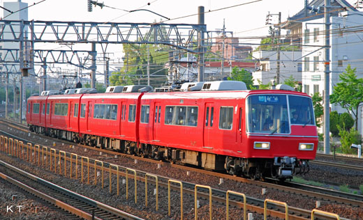 New Super Romance-car 5300 type of Nagoya Railroad. A 1986 debut.