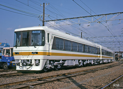 8500 diesel train series of Nagoya Railroad. Limited express KITA-ALPS use linking the Nagoya - Hida area.