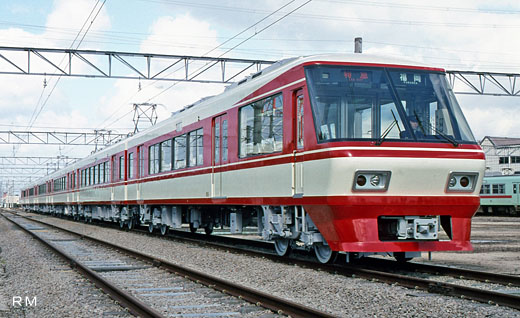 A train for limited expresses of Nishi-Nippon Railroad, 8000 type. A 1989 appearance.