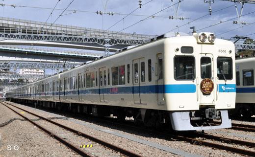An Odakyu Electric Railway 5000 type commuter train. A 1969 debut.