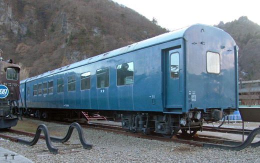 A Japanese National Railways Oshi-17 type dining car. A 1956 appearance.