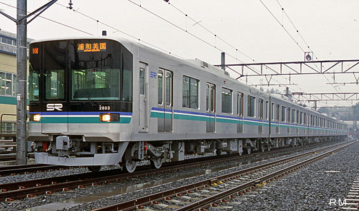 2000 series trains of the Saitama railway. A 2001 debut.