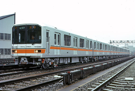 01series trains of Tokyo Metro Ginza Line. A 1983 debut.