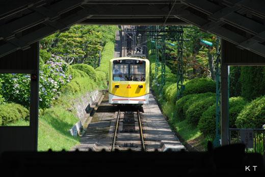 府中駅に進入する1号