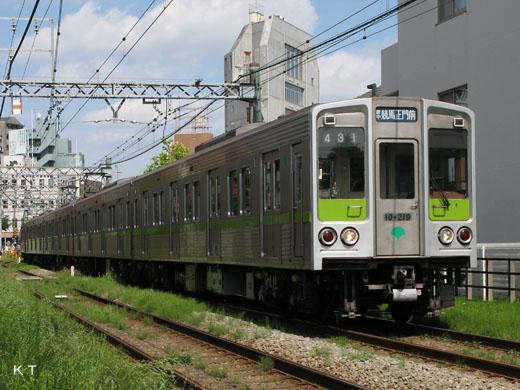 A Tokyo Traffic Bureau 10-000 type train. Subway Shinjuku flight use. A 1978 debut.