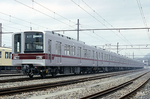 A commuter train for subway direct communication of Tobu Railway, 20000 series. A 1988 debut.